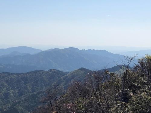 14西峰から高畑山・那須ヶ原山・油日岳を望む.jpg