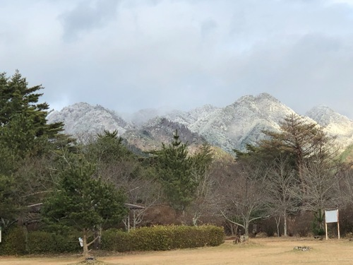 15余野公園から(左から、油日岳・加茂岳・忍者岳・三国岳).jpeg
