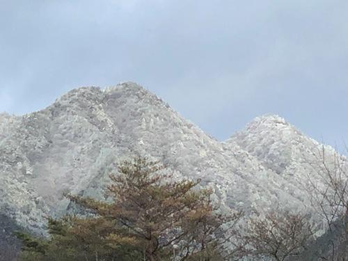 16忍者岳(左)と三国岳(右).jpeg