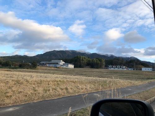 17霊山は山頂部だけ白い.jpeg