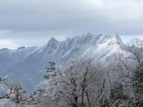 8天女の舞から稲村ヶ岳を望む.jpeg
