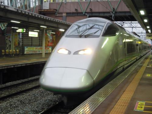 さくらんぼ東根駅に到着するつばさ号.jpg