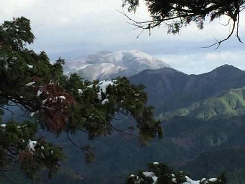 三峰山を遠望.JPG
