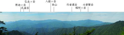 丸塚山の北から大峰奥駈道を望む(山名入り).jpg