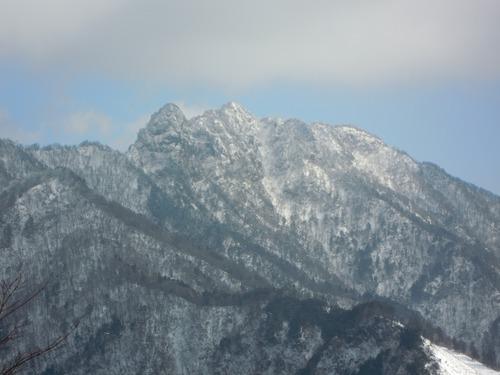 刻々と形の変わる大日山と稲村ヶ岳.jpg