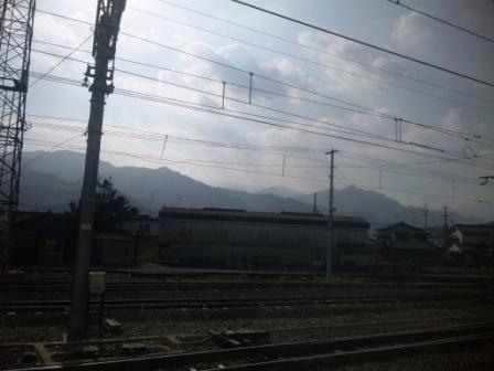 四国山地のシルエット(予讃線のとある駅にて)2.jpg