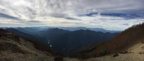 地倉山の南の稜線から見た奥駈道.jpg