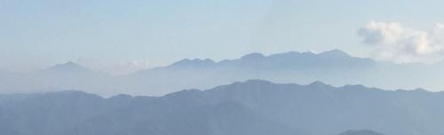 大岳山荘付近から高尾山・裏高尾方面を望む.jpg