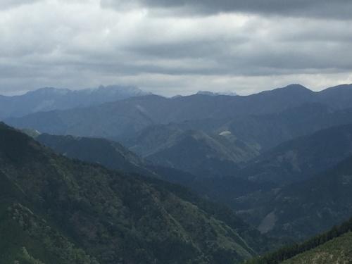 山上ヶ岳・稲村ヶ岳・バリゴヤの頭を望む.jpg