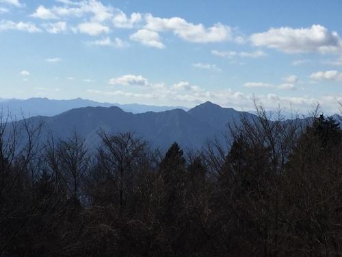 山頂直下から局ヶ岳方面を望む.jpg
