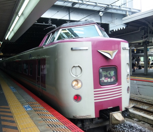 岡山駅に入線するやくも5号.jpg