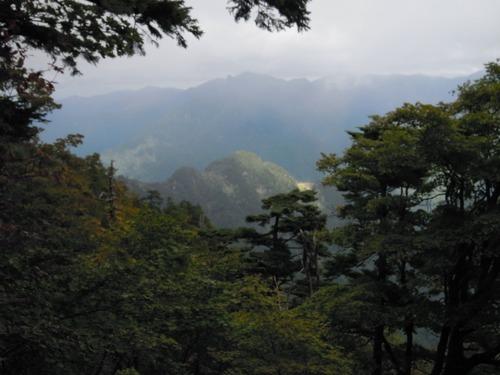 弥山山頂直下から見下ろす鉄山.jpg