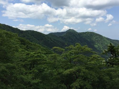 明神平の手前から薊岳を望む.jpg