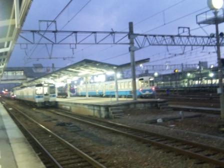 松山駅でしおかぜ号を待つ2.jpg
