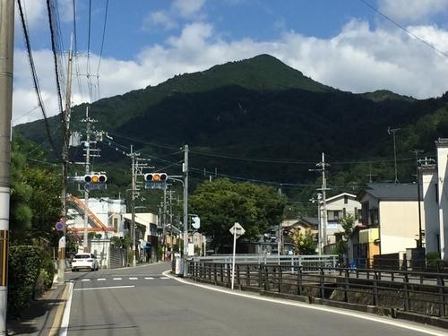 比叡山を正面に修学院離宮へ向かう.jpg