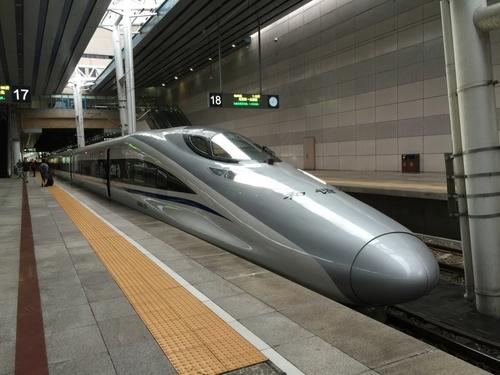 洛陽龍門まで乗った西安西行きの新幹線.JPG