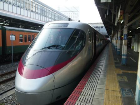 発車を待つしおかぜ(岡山駅にて)2.jpg