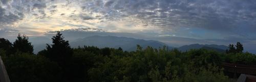 祝山から玉山を望む朝の光景.jpg