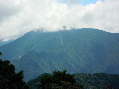 稲村ヶ岳から望む鉄山.jpg