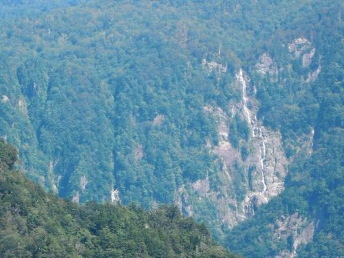 西の滝(左)と中の滝(又剣山から).jpg
