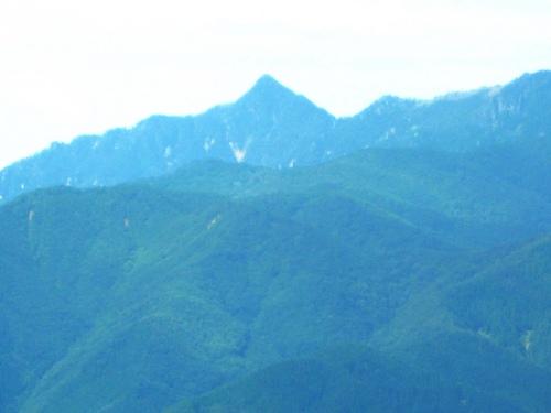 釈迦ヶ岳(林道の展望台から).jpg