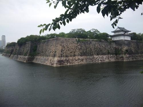 雨の大阪城外濠.jpg