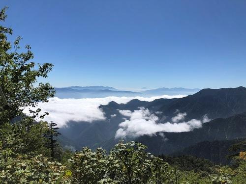 2八ヶ岳と南アルプスの間に富士山.jpeg